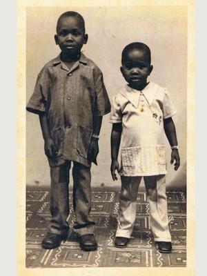 Brian Silas, 5 Jahre, 1984 mit seiner Schwester Betty